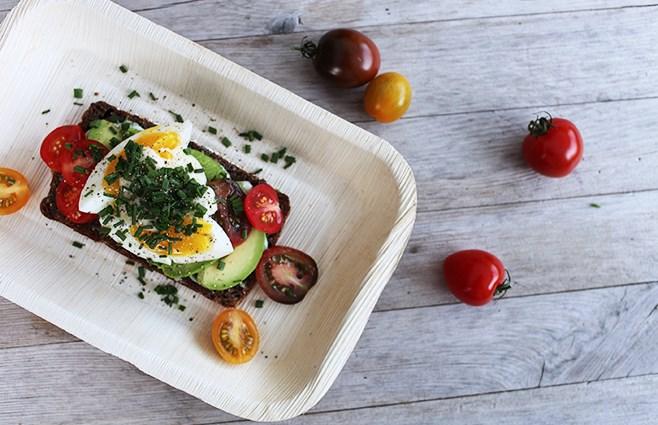 Необычный будетброд по датски - Бутерброд с авокадо и яйцом