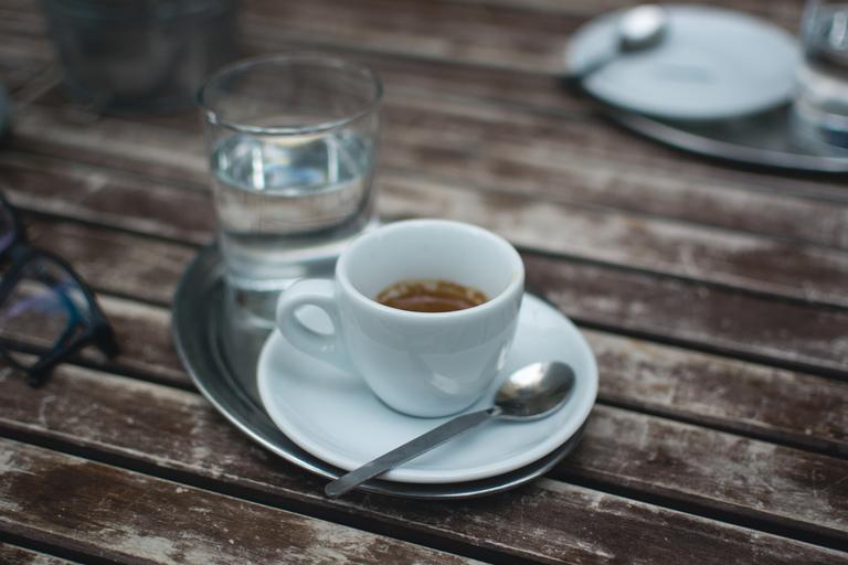 о вреде кофеина - его точно нельзя употреблять перед сном