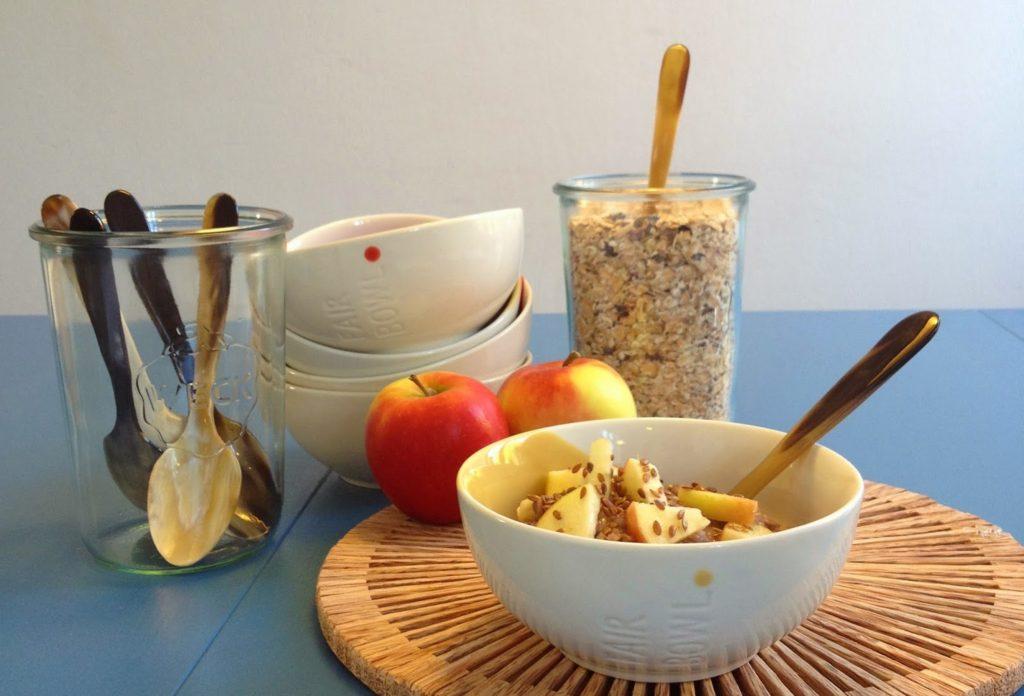 Большинство людей едят кашу с хорошей порцией масла и сахара, а варят ее в основном на молоке.