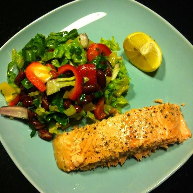 Быстрый ужин на скорую руку #1 - Запеченная семга с салатом из фасоли