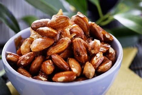 Миндаль - продукт против старения, миндальные орехи богаты флавоноидами, витамином Е, L-агринином,полиненасыщенными жирными кислотами
