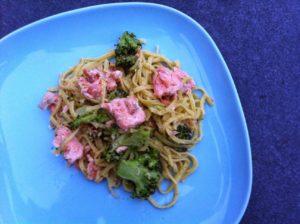 Соус для макарон с рыбой и брокколи
