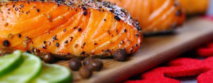 Жирные сорта рыбы - продукты против старения, работают в организме замечательно