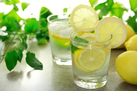 Особо хочу выделить лимоны. Они незаменимы! Цедра - для приправы горячих блюд, сок - для напитков и салатов.