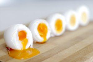 Яйца - продукт от старения, чем богаты:девять незаменимых аминокислот в идеальной пропорции, витамин В12, лютеин, зеаксантин, колин