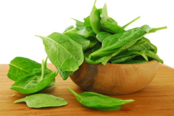 Шпинат - отличный продукт для загара. Богат бета-каротином и лютеином. Внимание: содержание каротиноидов выше в замороженном шпинате.