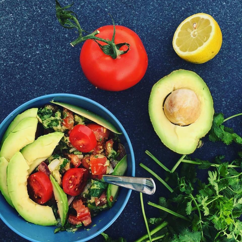 рецепт ощелачивания № 2 гуакамоле с помидорами. Все ингредиенты в этом рецепте являются ощелачивающими продуктами