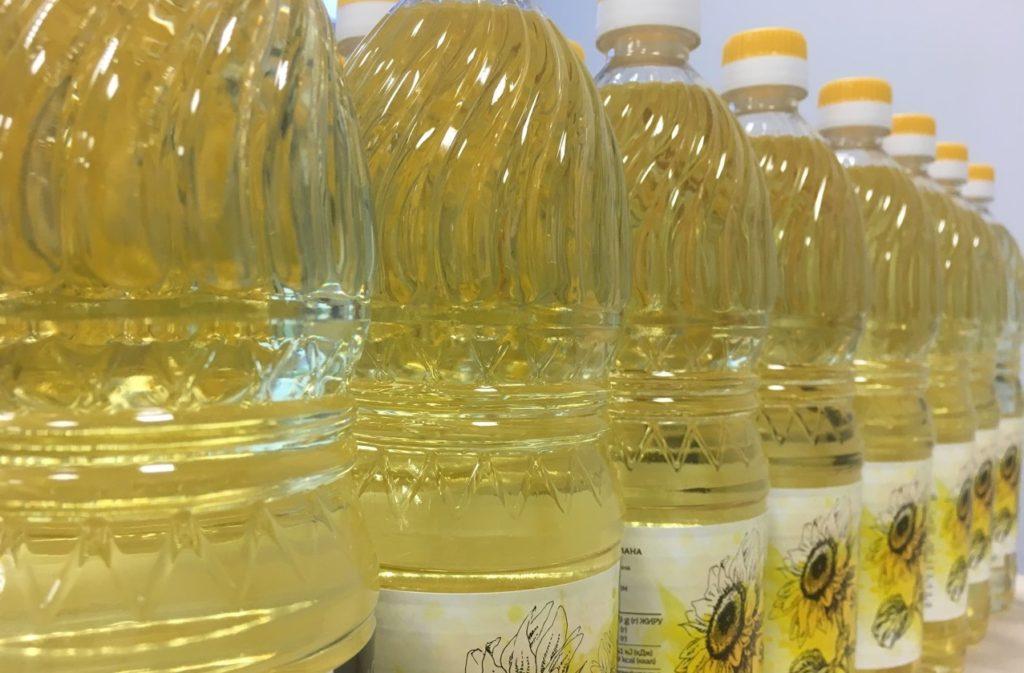 Чтобы получить рафинированное масло, его длительно нагревают до очень высоких температур. Ничего полезного в этом нет.
