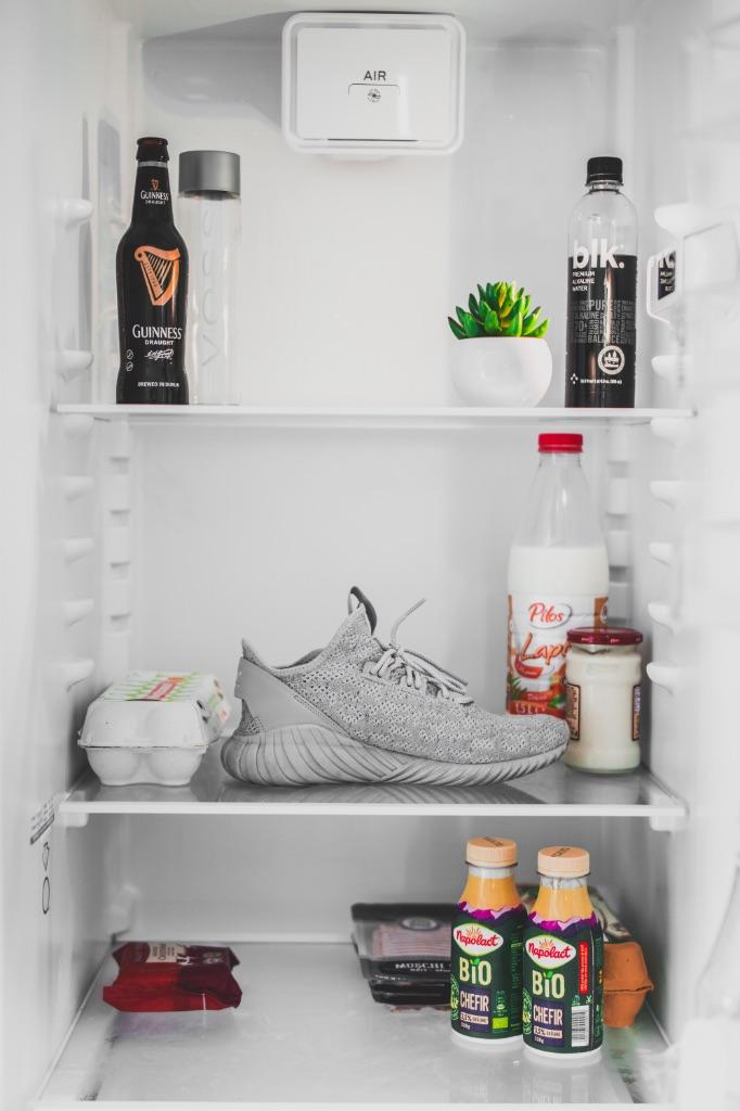 Француженки едят очень мало и их холодильник как правило пуст