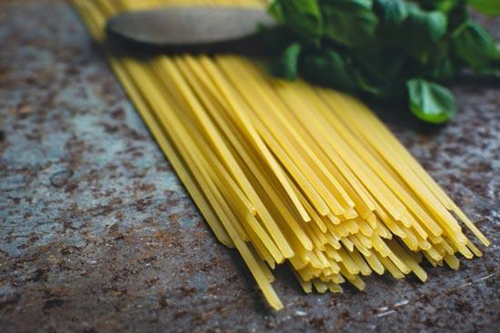7 простых и полезных соусов для макарон