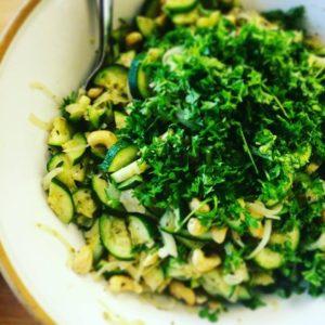 Салат из кабачков с кешью
