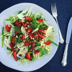 Летний салат с клубникой и фенхелем