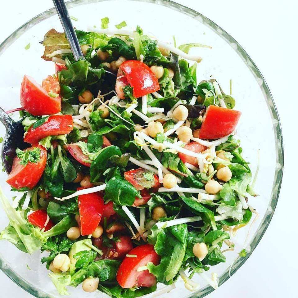 рецепт ощелачивания № 3 салат. Все ингредиенты в этом рецепте являются ощелачивающими продуктами
