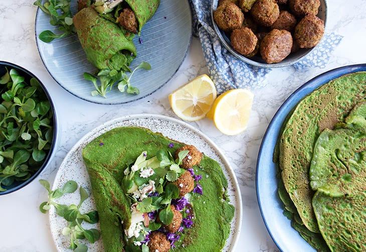 быстрый и полезный завтрак: блины со шпинатом