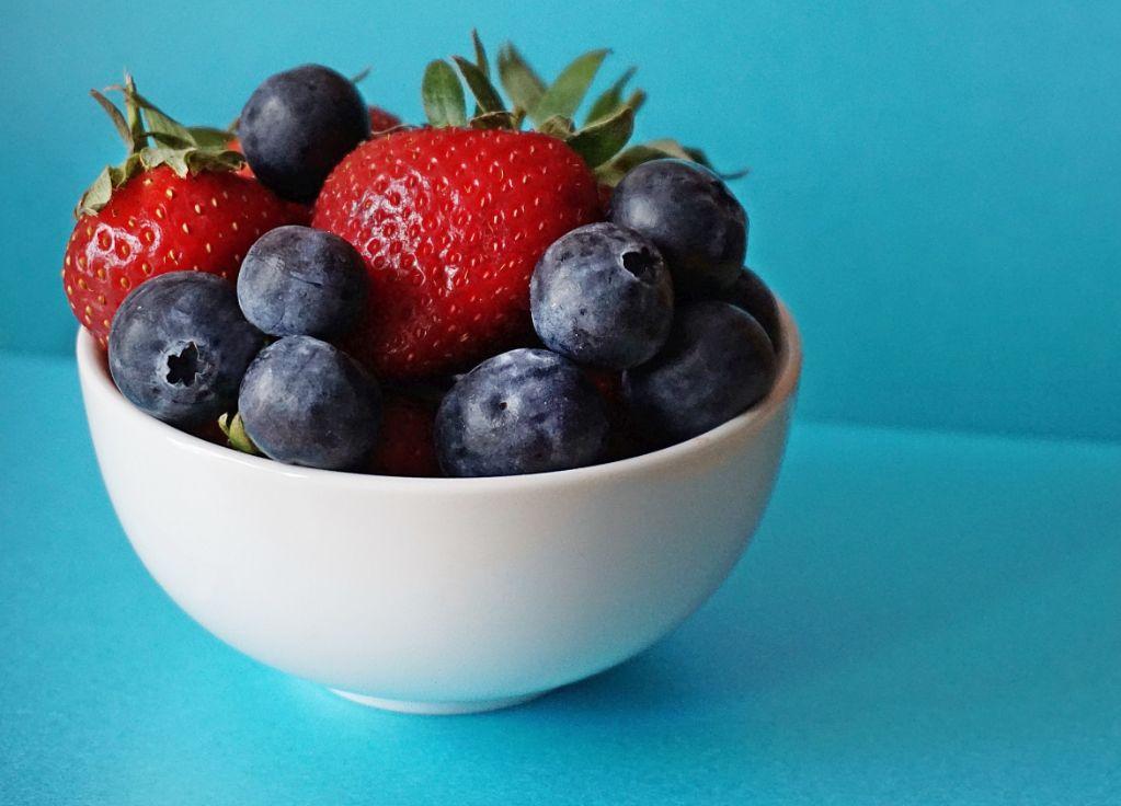 домашние пирожные с ягодами